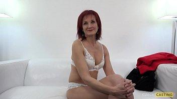 Кастинг рыжей женщины с поркой большим членом